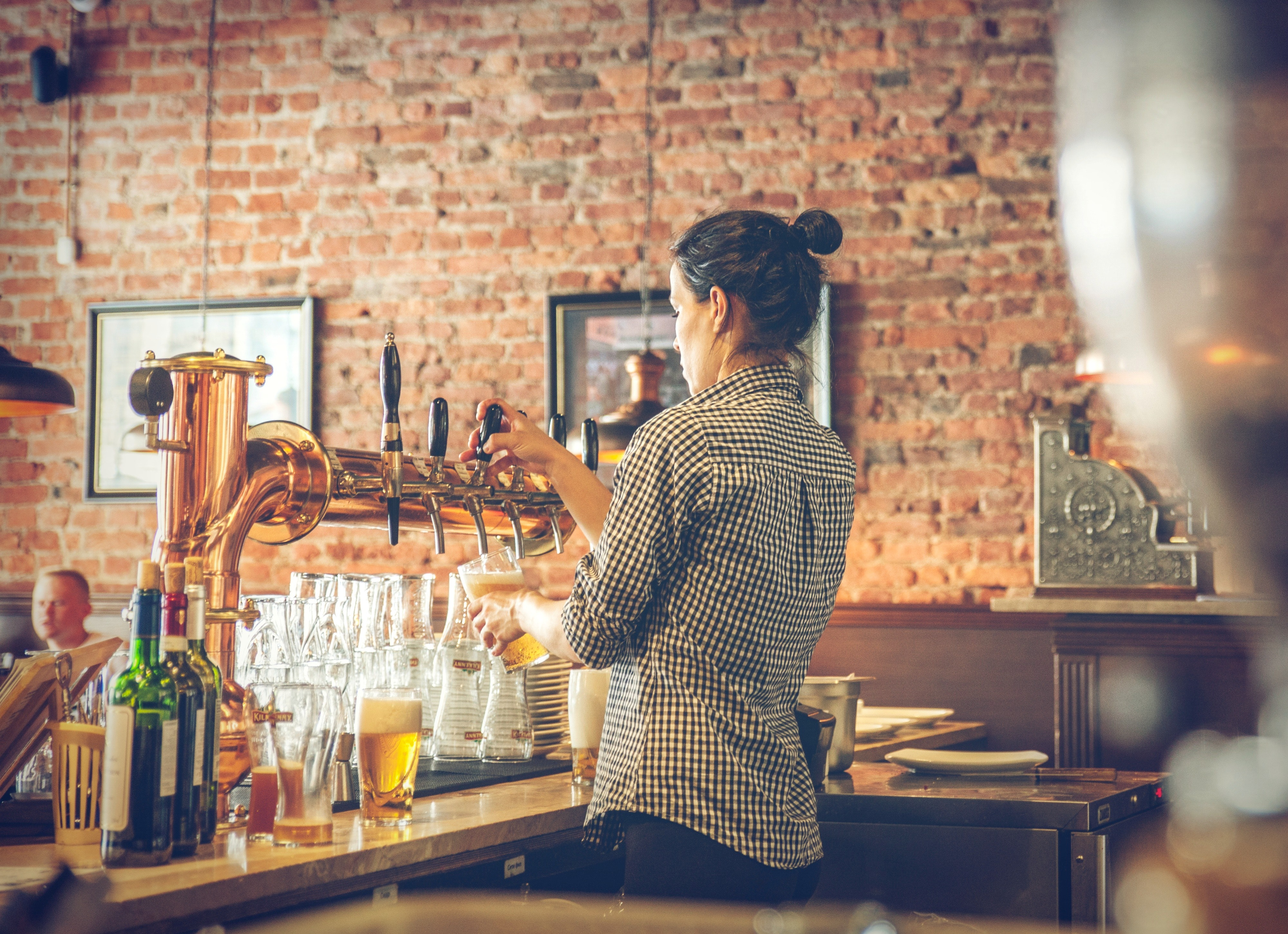how to be a great female bartender
